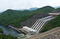 水力发电的发电厂 免版税库存图片