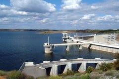 水力发电的堰坝 库存照片