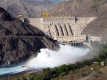 水力发电的水坝 免版税库存图片