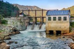 水力发电的老发电站 Chemal,阿尔泰共和国,俄罗斯 库存图片