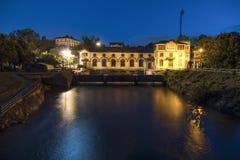水力发电站在晚上 免版税库存照片