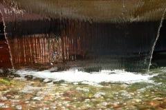 水和飞溅的声音从喷泉下降或瀑布总是有对我们的心情的安慰性的作用 库存图片
