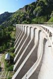 水坝在Fedaia湖 库存图片