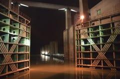 水坝峡谷锁定晚上河船三扬子 免版税库存图片