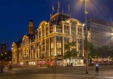 水坝正方形在阿姆斯特丹在晚上 免版税库存照片