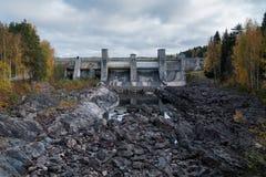 水坝水力发电的imatra发电站 免版税库存照片