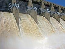水坝水闸开张 免版税库存照片