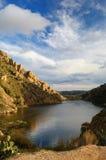 水坝湖少许山 免版税库存图片