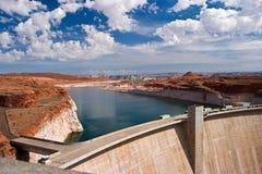 水坝电与氢结合的次幂 免版税库存照片