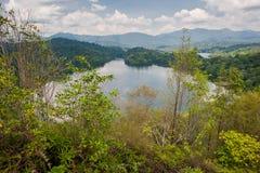 水坝给小山klang被看到的tabur装门 免版税库存图片