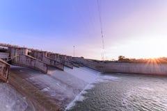 水坝门溢洪道在早晨, 免版税库存图片