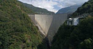 水坝, Verzasca -空中4K 影视素材