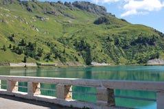 水坝fedaia湖 库存图片