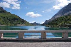 水坝fedaia湖 库存照片
