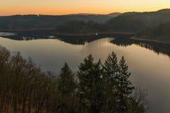 水坝Orlik在晴朗的早晨 库存图片