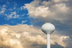 水塔和多云天空 库存照片
