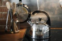 水壶特写镜头在火炉的 库存照片