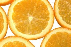水多和新鲜的桔子果子被切成圆的圆环 顶视图 背景查出的白色 柑橘Macrophotography  免版税图库摄影
