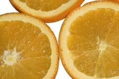 水多和新鲜的桔子果子被切成圆的圆环 顶视图 背景查出的白色 macrophotography 库存照片
