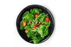 水多的沙拉用菠菜和蕃茄 库存照片