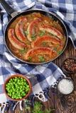 水多的油煎的香肠和绿豆 图库摄影