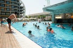 水妇女的健身锻炼在旅馆里 埃及 免版税库存图片