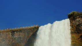 水尼亚加拉大瀑布流程从巨大的高度下跌 低角度 4K 10位录影 股票录像