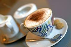 水平热奶咖啡的颜色 库存图片