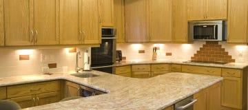水平的厨房现代全景 库存照片