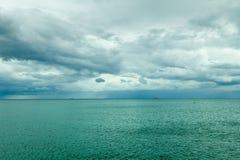 水平的海水和天空田园诗射击  库存图片