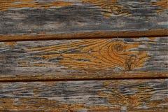 水平的灰色委员会背景行构造剥油漆特写镜头基地的老被风化的木盘区 免版税库存图片