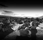 水平的生动的日落挪威极性石头调遣风景后面 免版税库存图片