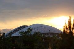水平索契Fisht竞技场日落全景的16:9 图库摄影