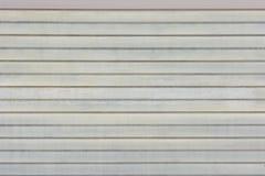 水平线背景  异常的条纹,板条浅灰色的墙壁  免版税库存图片