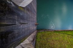 水库从上面被看见,自然与产业联系 Solina,波兰 库存图片