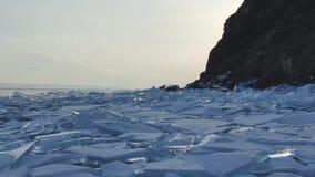 水库的冰晶石的平衡的冻结表面的巨大看法 股票视频