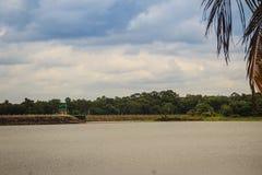 水库的美好的风景视图和水坝供给Siri动力 库存照片
