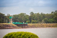 水库的美好的风景视图和水坝供给Siri动力 免版税库存图片