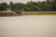 水库的美好的风景视图和水坝供给Siri动力 库存图片