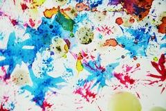 水彩五颜六色的蜡状的五颜六色的形状和闪耀的光,抽象背景 库存图片