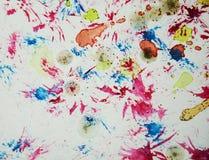 水彩油漆桃红色迷离蜡状的五颜六色的形状和闪耀的光,抽象背景 免版税库存图片