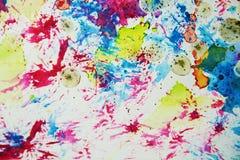 水彩油漆迷离生动的蜡状的五颜六色的形状和闪耀的光,抽象背景 免版税图库摄影