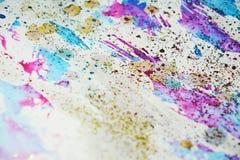 水彩油漆迷离生动的蜡状的五颜六色的形状和闪耀的光,抽象背景 免版税库存照片