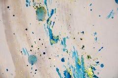 水彩蓝色斑点五颜六色的闪耀的生动的形式蜡状的背景 免版税图库摄影
