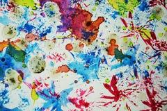 水彩蜡状的五颜六色的形状和闪耀的光,抽象背景 免版税库存图片