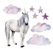 水彩设置与白色独角兽 手画不可思议的马、在白色背景隔绝的云彩和星 童话 库存例证