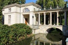 水或Lazienki宫殿的宫殿。 华沙。 波兰。 库存图片