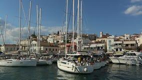 水手参加在希腊海岛群中的航行赛船会第20 Ellada秋天2018年在爱琴海 股票录像