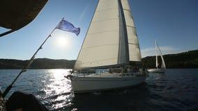 水手参加在希腊海岛群中的航行赛船会第20 Ellada秋天2018年在爱琴海 股票视频