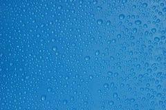 水投下蓝色颜色纹理背景特写镜头 免版税库存图片